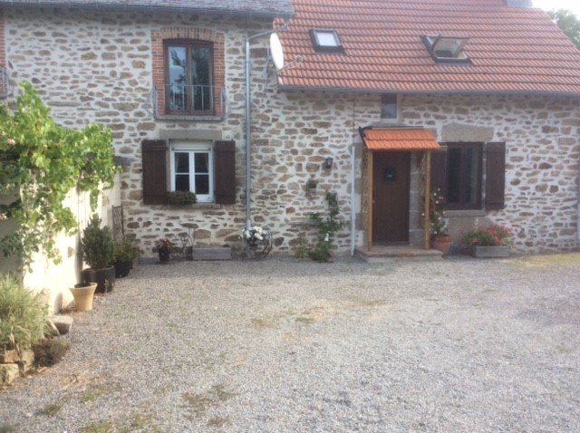 Wisteria Cottage, Lascoux, Nr Azerables, La Creuse, holiday rental in Saint-Sornin-Leulac