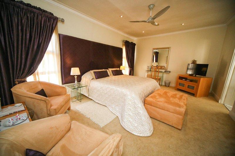 Ninety North Guest House, location de vacances à Krugersdorp