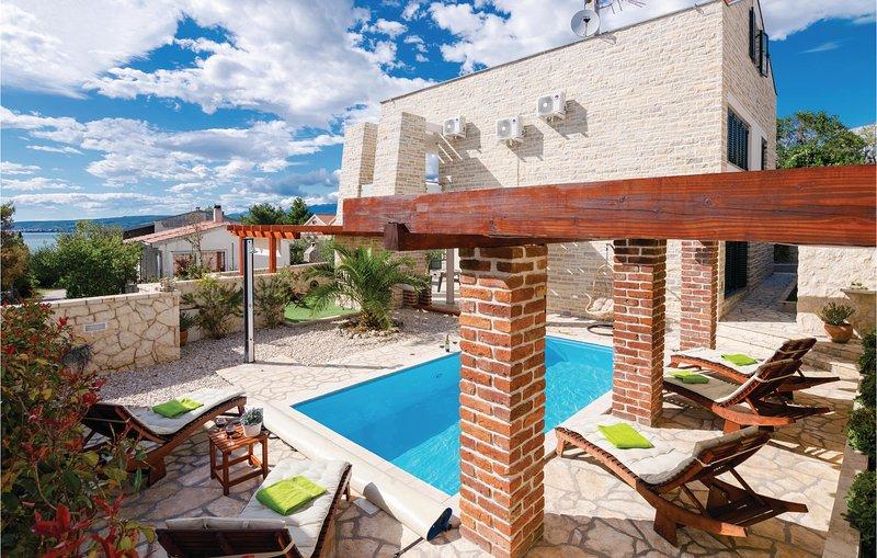 Awesome home in Novigrad with WiFi, 4 Bedrooms and Sauna (CDZ845), casa vacanza a Novigrad