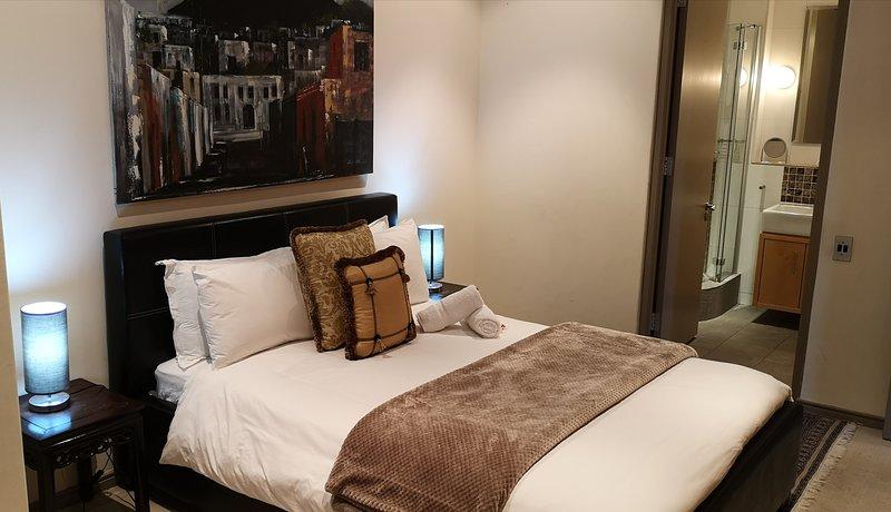 Bedroom with en-suite full bathroom