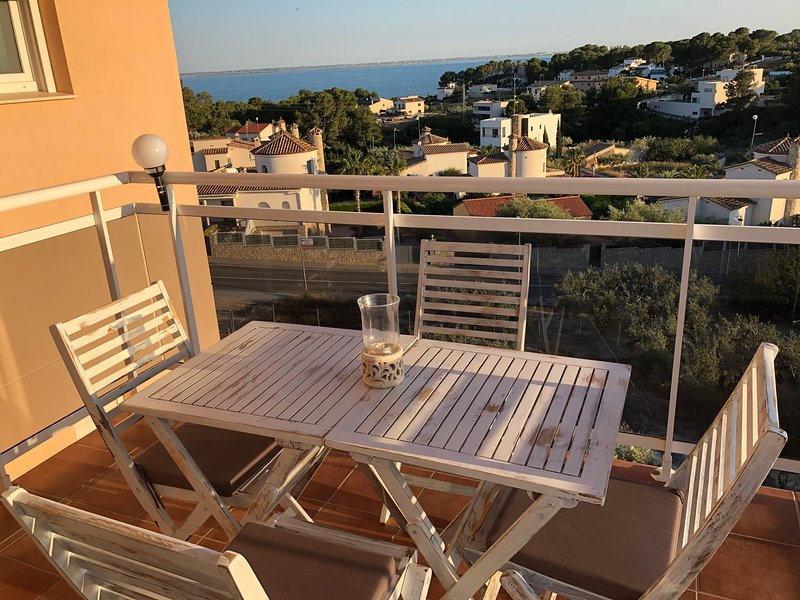 Amazing apt with pool access & Wifi, holiday rental in L'Ampolla
