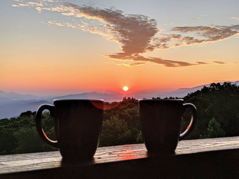 Smoky Bear Lookout with Panoramic Mountain Views, holiday rental in Gatlinburg