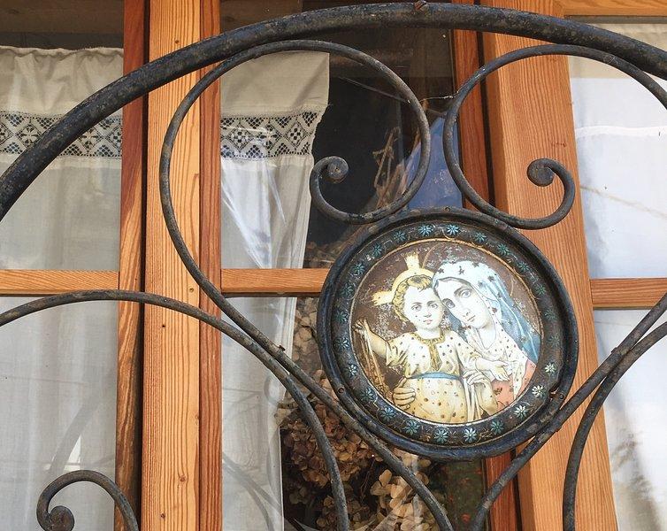 Ca di Celè - Casa intera o 3 camere singole con bagno, vacation rental in Borgonuovo