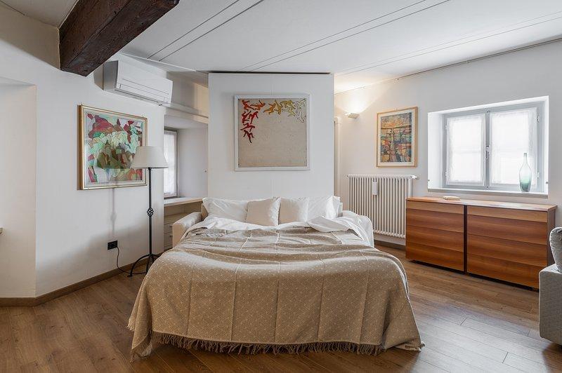 A Casa Nuccia - Monolocale nel centro di Como, holiday rental in Brunate