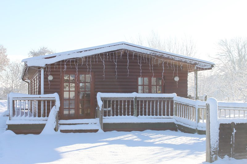 Pet-friendly log cabin in the Somerset countryside (Deer Walk), casa vacanza a Catcott
