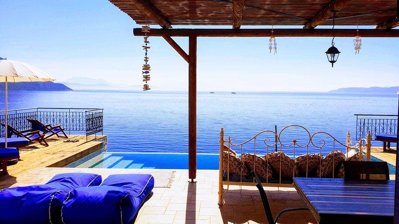 Villa LeSunLuka Lefkada  Holiday Luxury Villa Private Sea Access cocomat comfort, holiday rental in Evgiros