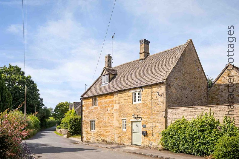 Court Hayes is a lovely Cotswold stone cottage, with an abundance of character, vacation rental in Wyck Rissington