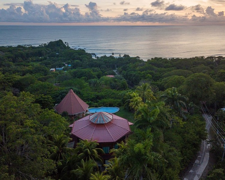 UNIQUE LUXURY VILLA &BEST PANORAMIC SUNSET VIEW, holiday rental in Mal Pais