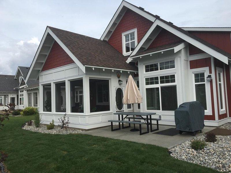 RUSNLO'S Cottage 12. Build date August 2019. 3 Bedrooms, Screened & open Patio, Open concept Living,
