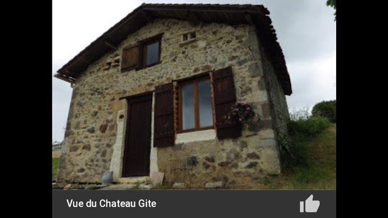Vue du Chateau Gite. Lessac 16500, casa vacanza a Manot