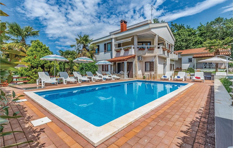 Amazing home in Porec with WiFi and 2 Bedrooms (CIE115), location de vacances à Kukci