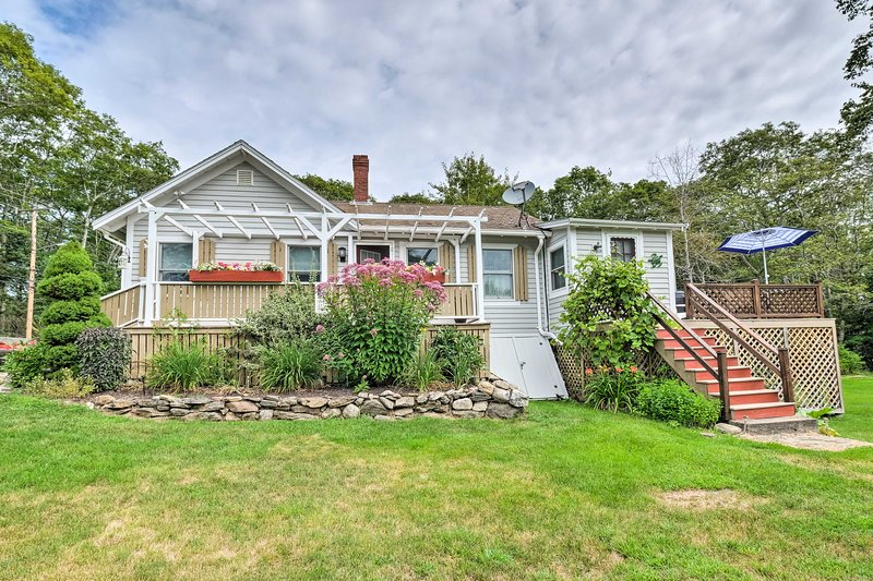 Charming East Boothbay Cottage w/ Large Yard!, holiday rental in Bayville