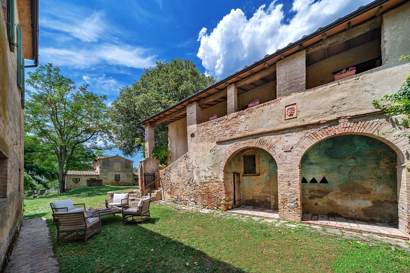 Spacious villa with pool access, vacation rental in Buonconvento