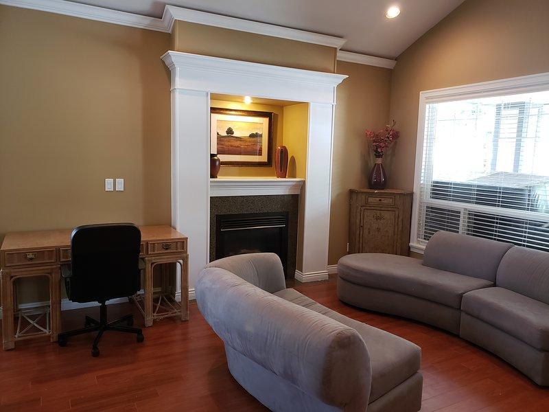 Il soggiorno è la prima stanza che vedi quando entri dalla porta principale.