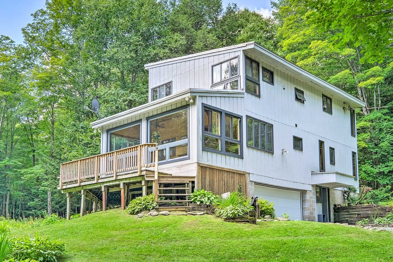 Discover a slice of wooded paradise at this Gloversville vacation rental!