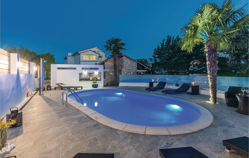Nice home in Krk with WiFi and 2 Bedrooms (CKK675), aluguéis de temporada em Linardici