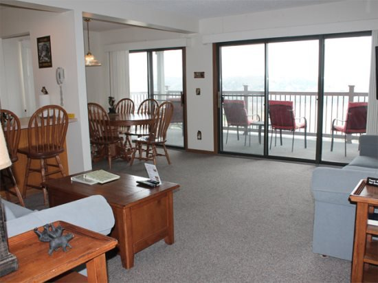 Lovely 2 bed 2 bath Condo w/Spectacular Lake Views. Silver Dollar City 1 mile! P, vacation rental in Indian Point