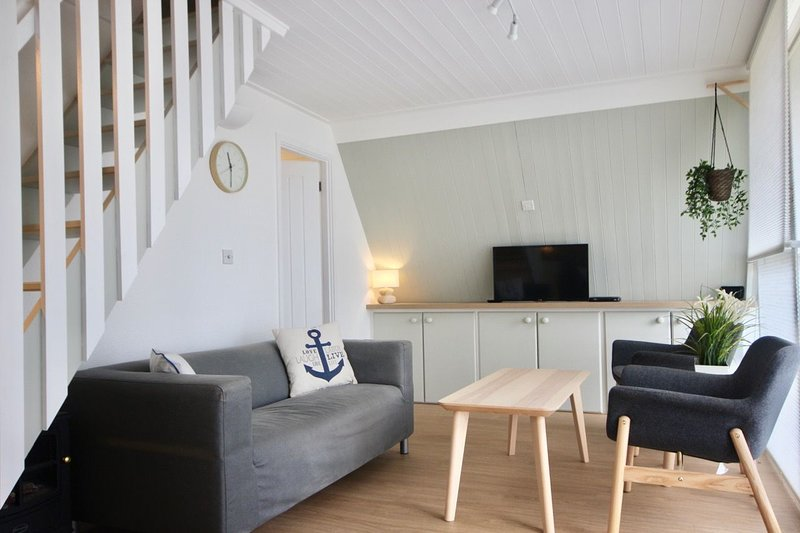 Charming holiday chalet close to Kingsdown Beach with swimming pool, alquiler vacacional en St Margaret's Bay