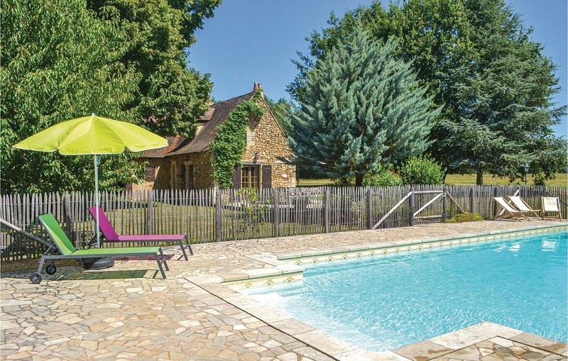 Stunning home in Campsegret with 4 Bedrooms (FAD706), holiday rental in Clermont de Beauregard