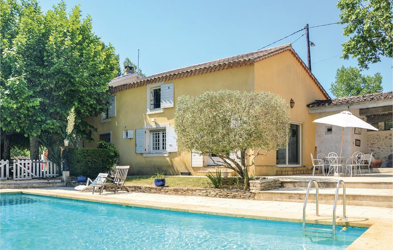 Nice home in Meyreuil with Outdoor swimming pool, Outdoor swimming pool and 4 Be, location de vacances à Le Tholonet