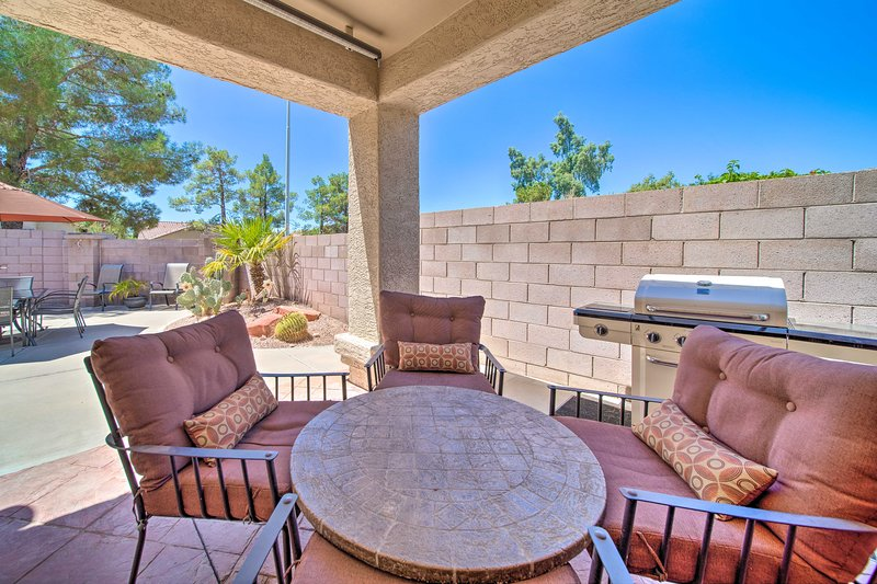 Immaculate Chandler House w/ Outdoor Living Space!, casa vacanza a Sun Lakes