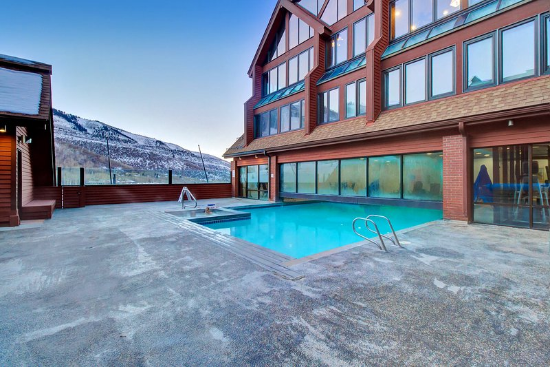 NEW LISTING! Ski-in/ski-out loft condo w/ shared pool, hot tub, & gym Chalet in Park City