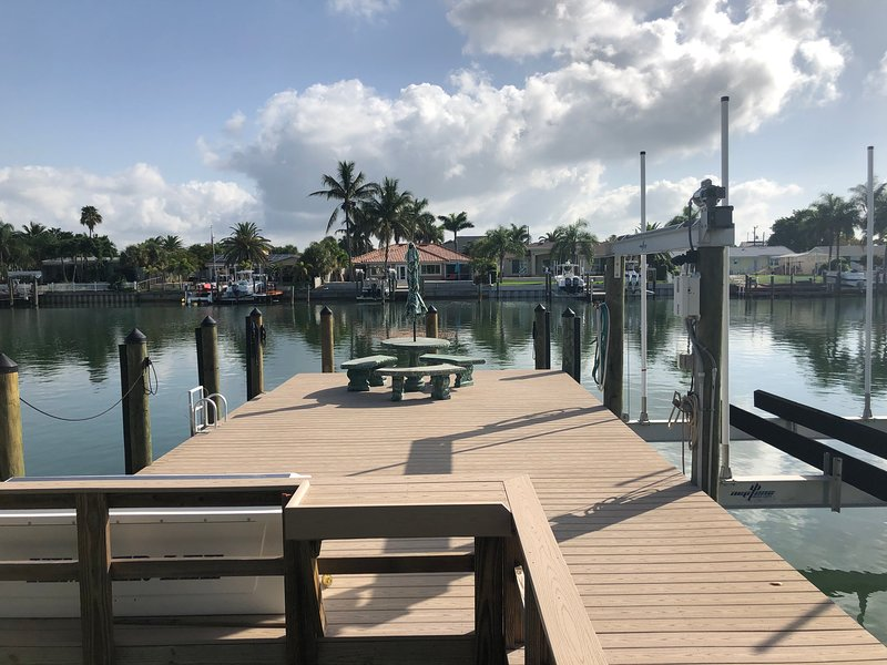 Gorgeous Waterfront Home Walking Distance to Beach, alquiler vacacional en Tierra Verde