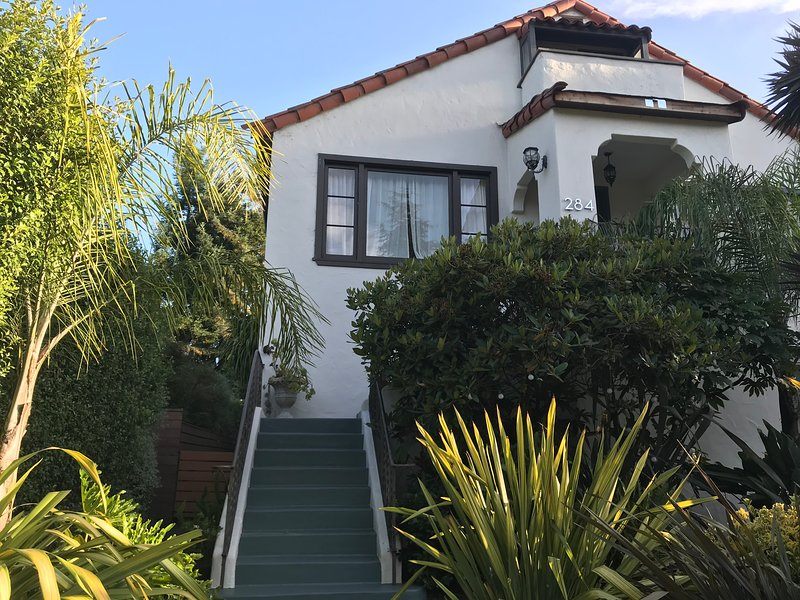 Large, Downtown Vintage Home - Mill Valley - Fast WIFI, holiday rental in Marin County