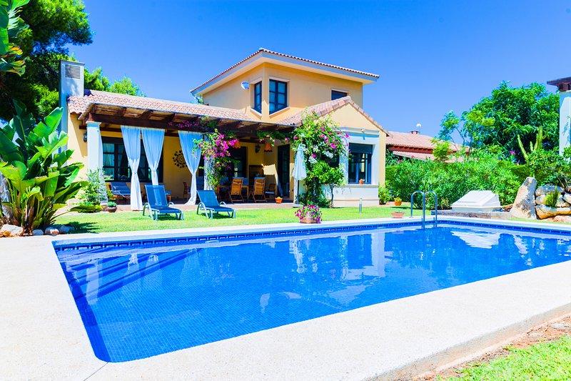 Villa Abaesko, con Jardín y Piscina Privada, holiday rental in Benitachell