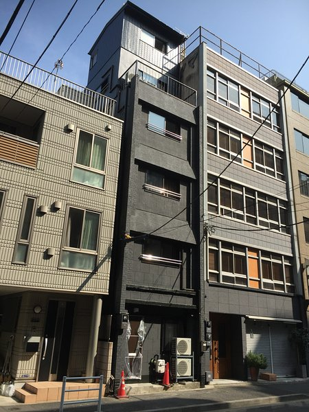 Whole Building, 4 apartments, 3 to 8 mins to 4 stations, 4 bathrooms, 15 persons, location de vacances à Kashiwa