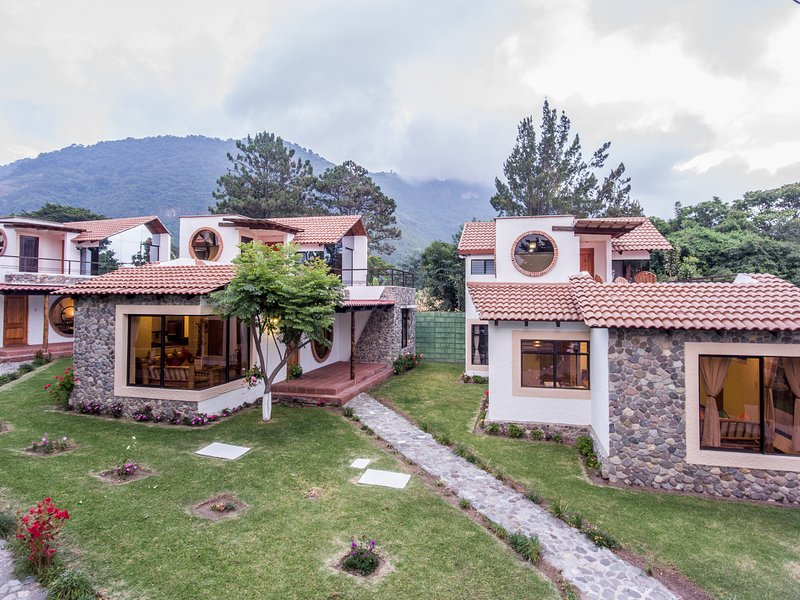 Villa JUCANYA 6, Lago de Atitlán, vacation rental in Lake Atitlan