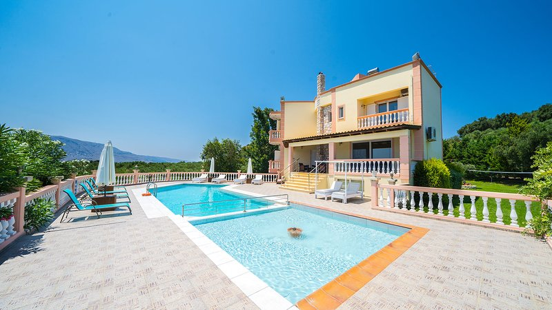 Roula 5BR Seaview Villa, Sternes Chania, holiday rental in Sternes