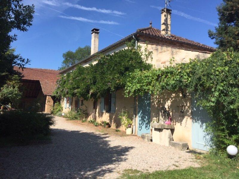 La Parenthèse Inattendue - calme et discrétion - chambre glycine, aluguéis de temporada em Sainte-Colombe-de-Villeneuve