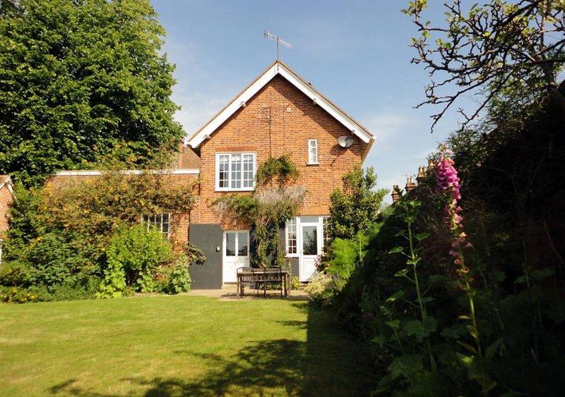 Wing Cottage, alquiler vacacional en Butley