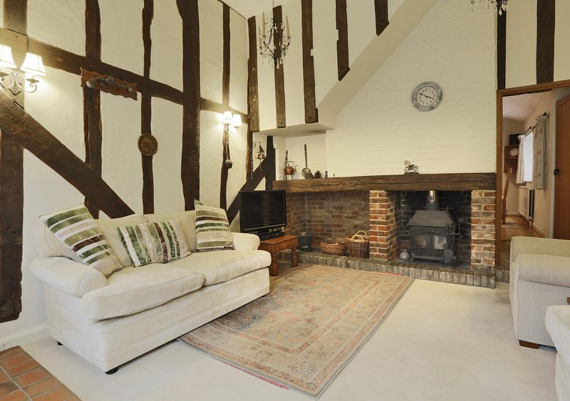 Clematis Cottage, holiday rental in Buxhall