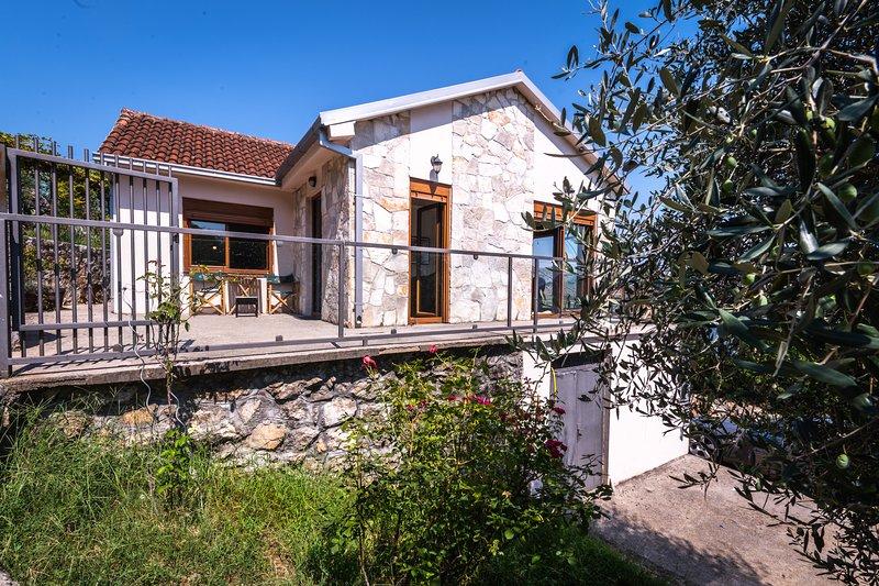 Holiday Home 'Haustor' Skadar Lake, holiday rental in Danilovgrad