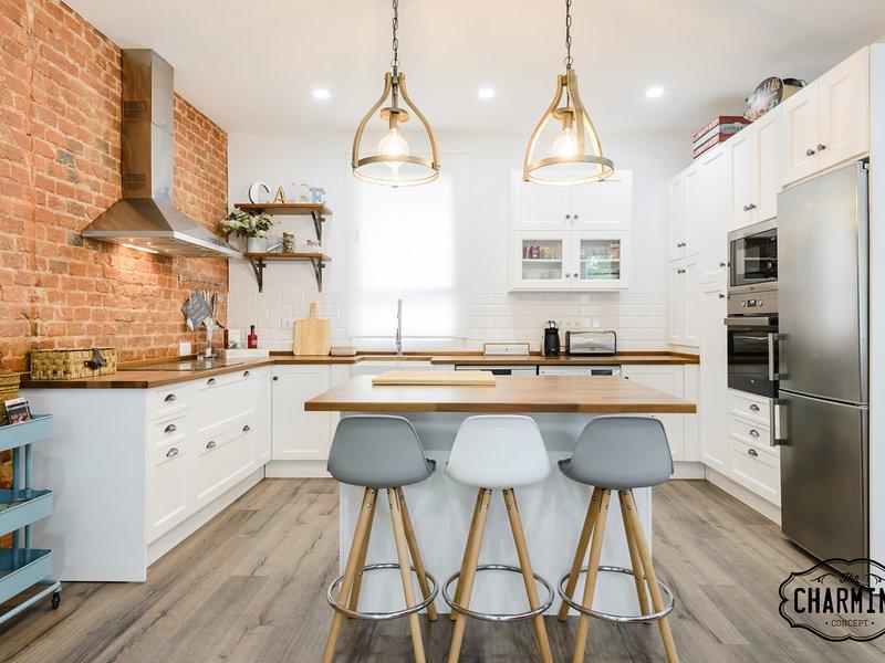 Charming Madrid City - Nuevo apartamento, 2 dormitorios, Magnífica Cocina, Wifi, holiday rental in Madrid