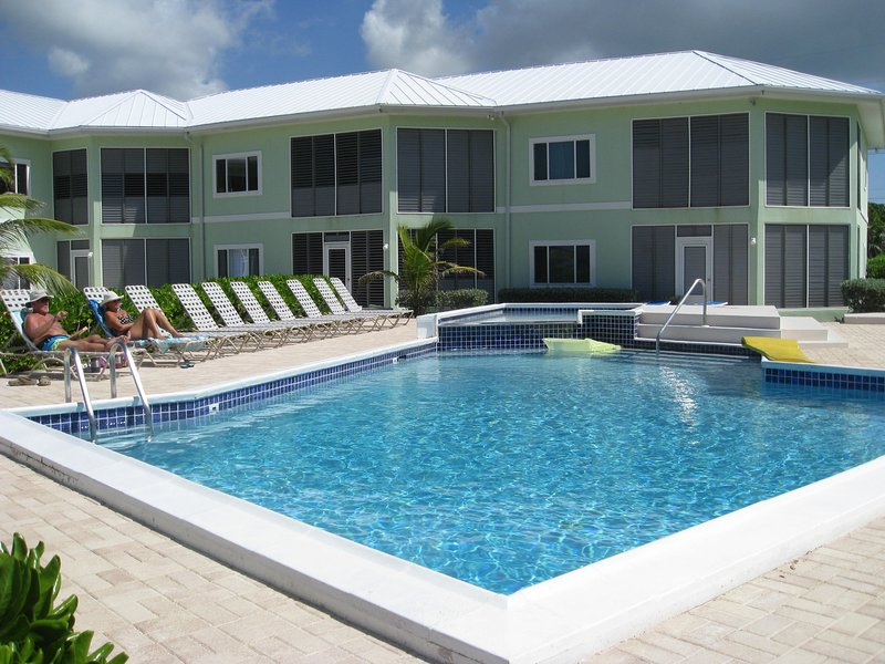 Cayman Stead, 2 BR, 2 bath,BEACH condo,sleeps 6, holiday rental in North Side