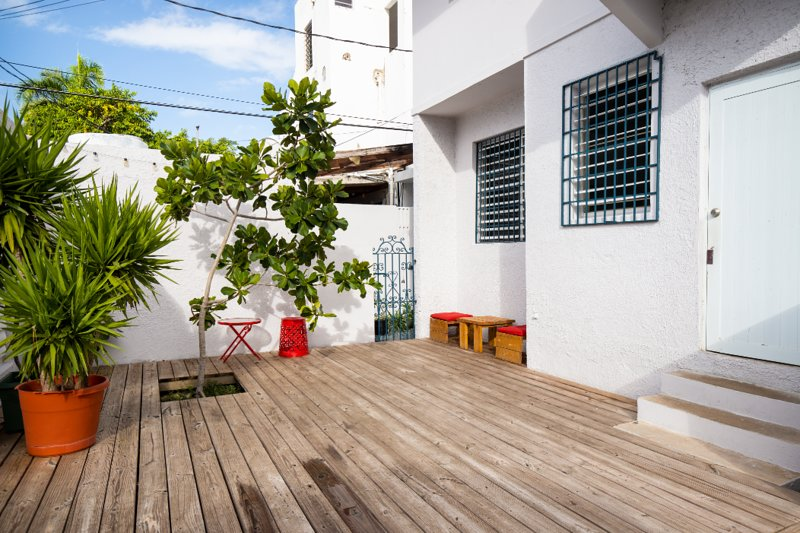 Lovely apartment with outdoor space, steps from the beach!, vacation rental in Isla Verde