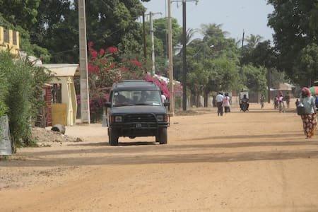 Via del villaggio di Abéné