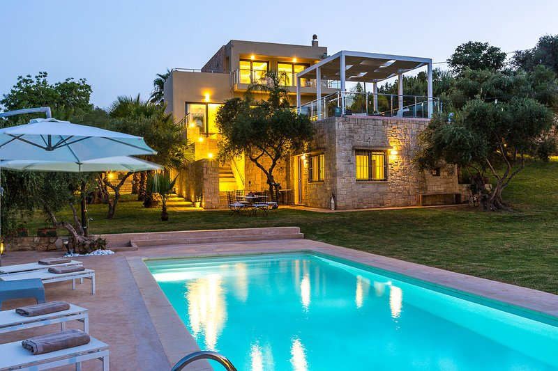 Hidden paradise with great sea view, ideal for all ages, holiday rental in Daratsos