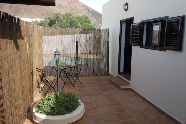 Nice studio with terrace & Wifi, vacation rental in Nazaret