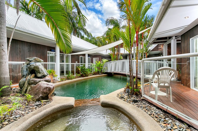 VILLA NAUTICA * PALM COVE, vacation rental in Palm Cove
