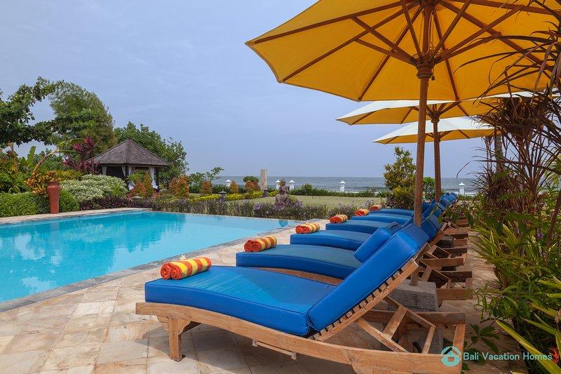 Villa Lumba Lumba · ☀Sunset☀ Beachfront Dreamvilla Lovina with pool, Ferienwohnung in Umeanyar