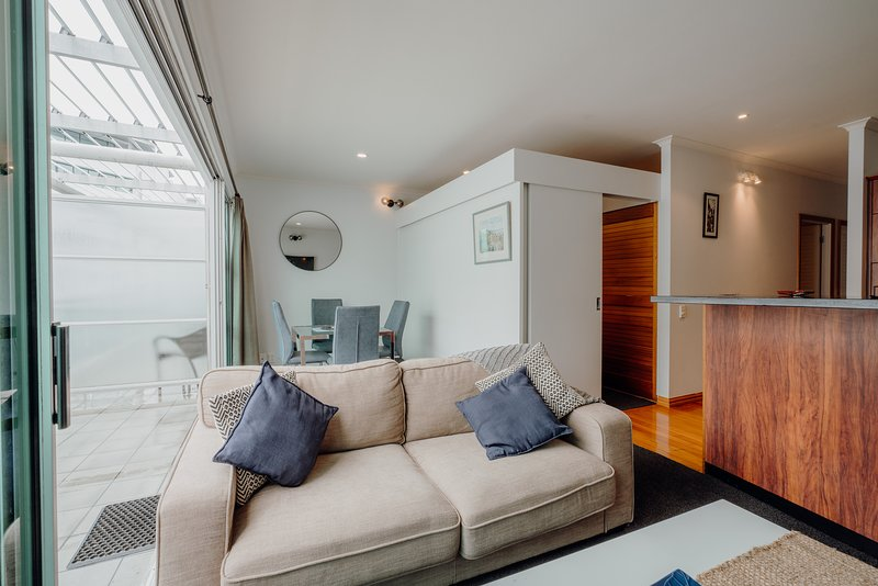 Large weekly and Monthly discount - ✨Awesome 2BR Apartment✨ Viaduct Harbor - Wif, holiday rental in Birkenhead