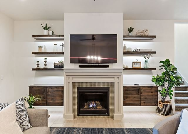 Living Room / TV / Fireplace