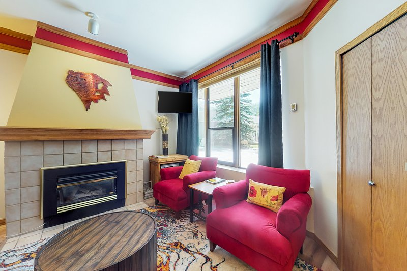 Cozy condo w/ shared pool, hot tub, & sauna - steps from the slopes Chalet in Keystone