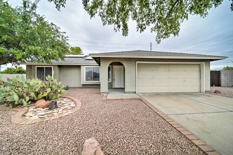 Family Home w/Pool + Patio: 18 Mi to DWTN Phoenix, holiday rental in Paradise Valley