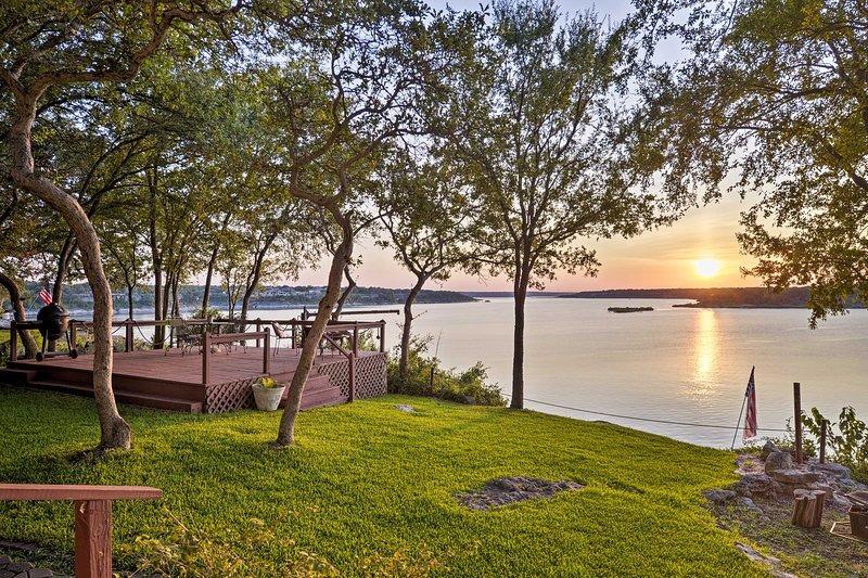 NEW! Belton Lake Studio w/ Deck on the Waterfront!, holiday rental in Temple