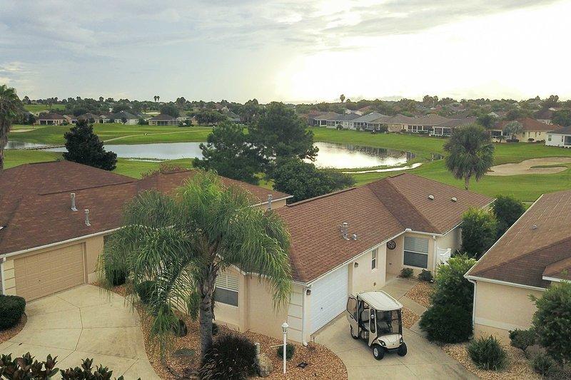 House on Golf Course - 2 ½ Miles to Lake Sumter!, aluguéis de temporada em Fruitland Park